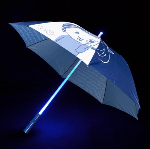 ライブ終わりに雨とか降っててさ、これみんなで差して帰ったら、もう無敵じゃんね?LED 傘《紺》