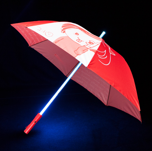 ライブ終わりに雨とか降っててさ、これみんなで差して帰ったら、もう無敵じゃんね?LED 傘《赤》